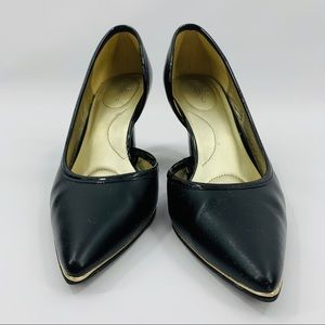 Bandolino Black Pointed Toe With Gold Trim Heel